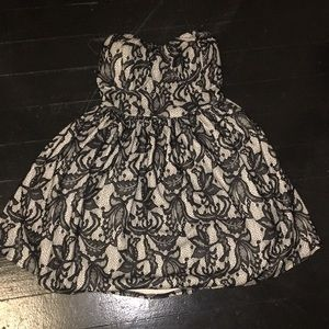 Strapless black and white laced dress